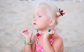 Во сколько лет можно прокалывать уши девочкам, как выбрать серьги для ребенка?