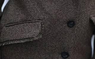 Как почистить пальто из шерсти?
