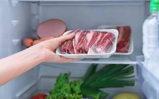 Почему нельзя размораживать мясо в горячей воде?