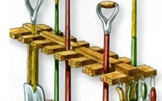 Хранение садового инвентаря в сарае: подставка для лопат и граблей своими руками