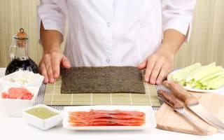 Как крутить роллы в домашних условиях, видео: как правильно заворачивать суши?