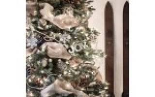 Как украсить елку лентами?