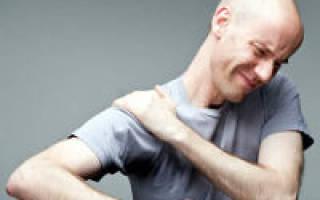 Почему болят плечи и не поднимаются руки?