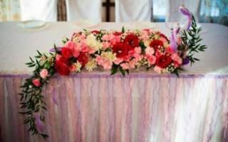 Композиция на стол молодых из живых цветов — флористика на свадьбу своими руками