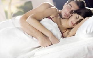 Спать вместе с любимым, двое в постели