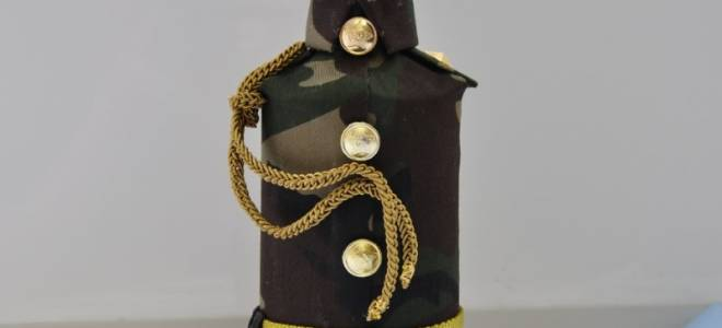 Оформление коньяка в подарок для мужчины: украсить бутылку вина конфетами