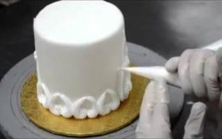 Как украсить свадебный торт?