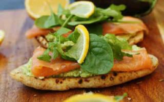 Брускетта с лососем и сливочным сыром – прошутто с рукколой