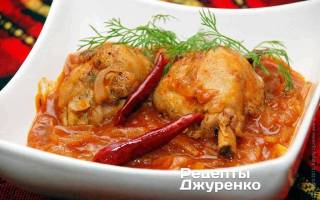 Курица в томатном соусе с чесноком
