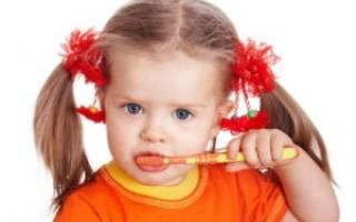 Как чистить зубы ребенку в 2 года?