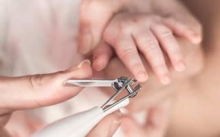 Как стричь ногти новорожденному на руках?